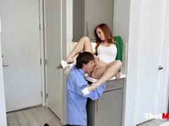Assistir filme de sexo entre coroa ruiva e dotado na cozinha