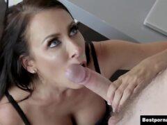 Esposa gostosa cometendo adultério fodendo com amante