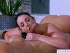 Massagem porno morena peituda muito gostosa fodendo