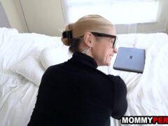 Porna rabuda loira muito tesuda fodendo