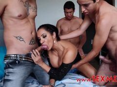 Porno gozando na mulher safada em suruba