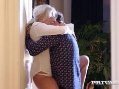 Velha fazendo sexo anal com novinho safado