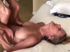 Xvideos caseiro fodendo uma coroa muito tarada no motel