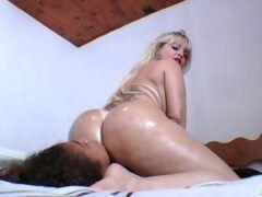 Cibelle Mancinni sentando na cara da sua empregada