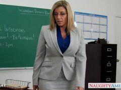 Sexo com a professora rabuda loira