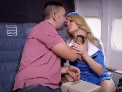 Sexo no aviao com aeromoça muito gostosa