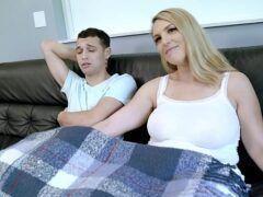 Sexo quente incesto com mãe loira gostosa pra caralho