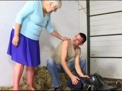 Sexo com senhora velha dando o cuzinho